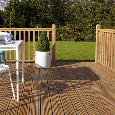 2.4M X 2.4MTR DECKING KIT TURNED SPINDLES AND TURNED NEWELS INC FIXING PACK